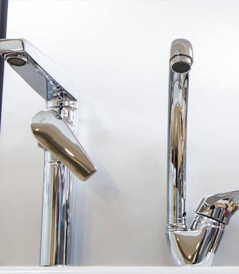 _Renueve-empresa-de-reformas-en-a-coruña-tienda-de-accesorios-para-baño-y-cocina-griferías-puertas-ventanas-calidad-accesorios-grifos