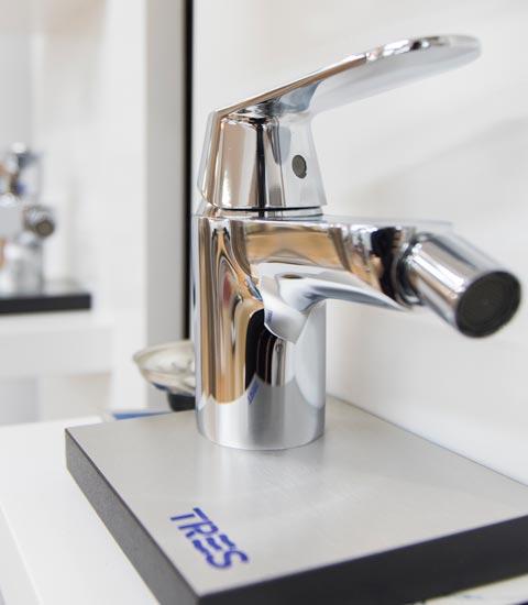_Renueve-empresa-de-reformas-en-a-coruña-tienda-de-accesorios-para-baño-y-cocina-griferías-puertas-ventanas-calidad-accesorios-grifos-gran-variedad-de-grifo