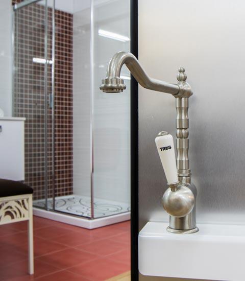 _Renueve-empresa-de-reformas-en-a-coruña-tienda-de-accesorios-para-baño-y-cocina-griferías-puertas-ventanas-calidad-accesorios-grifos-gran-variedad-de-grifos-antiguos