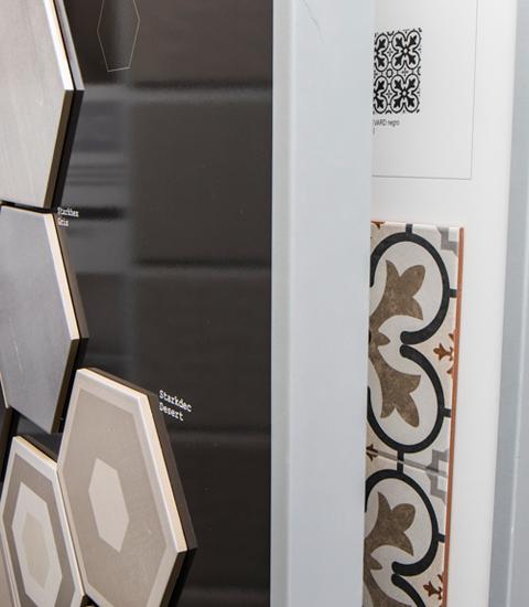 Renueve-empresa-de-reformas-en-a-coruña-venta-de-materiales-proyecto-3d-gratis-expositor-muestras-azulejos