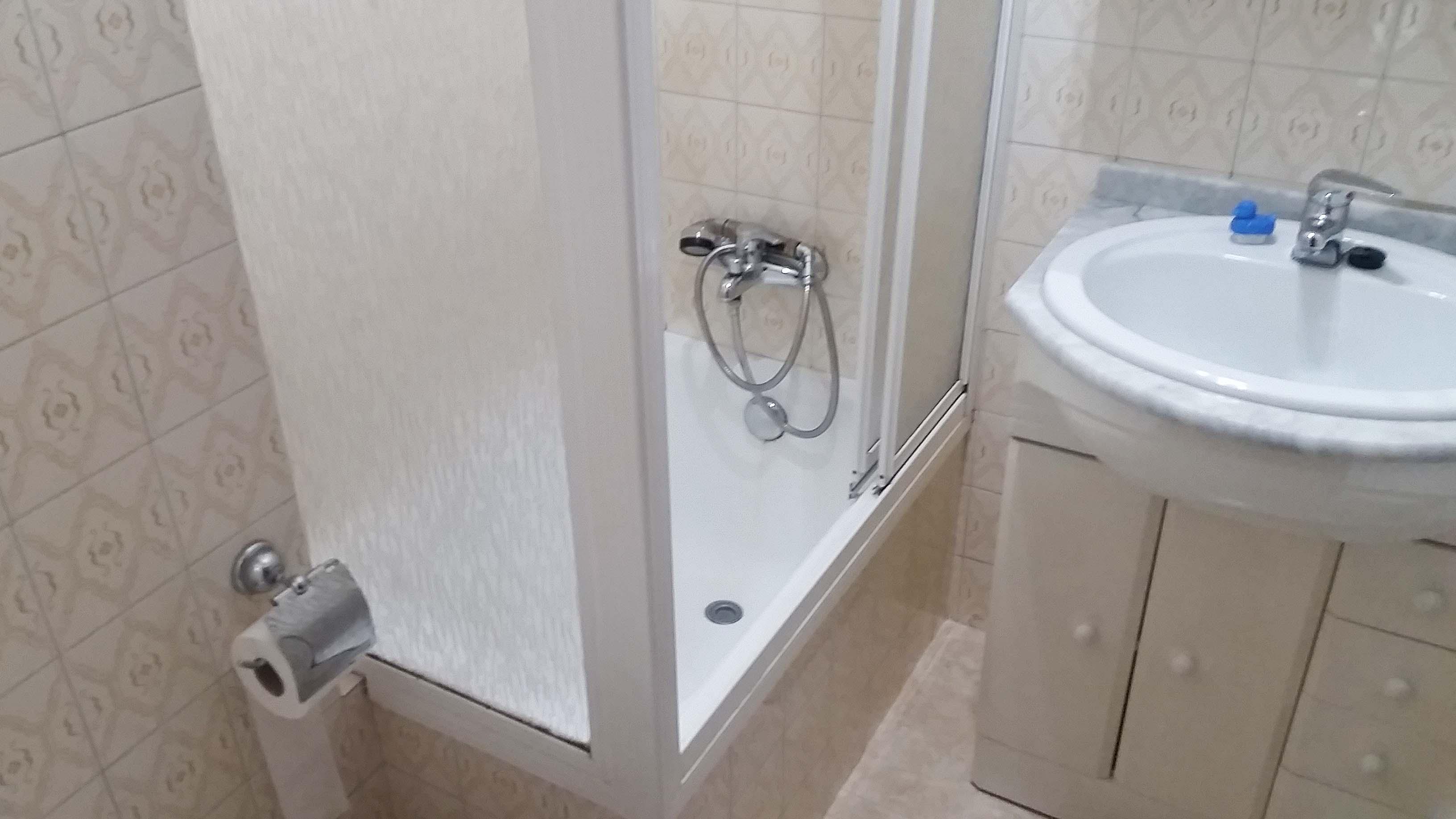 antes-Baños-express-Baño-reforma-coruña-cambio bañera por plato de ducha-aseo-renovar-contratista-empresa-de-reformas-renueve su casa-Rda de Nelle_3