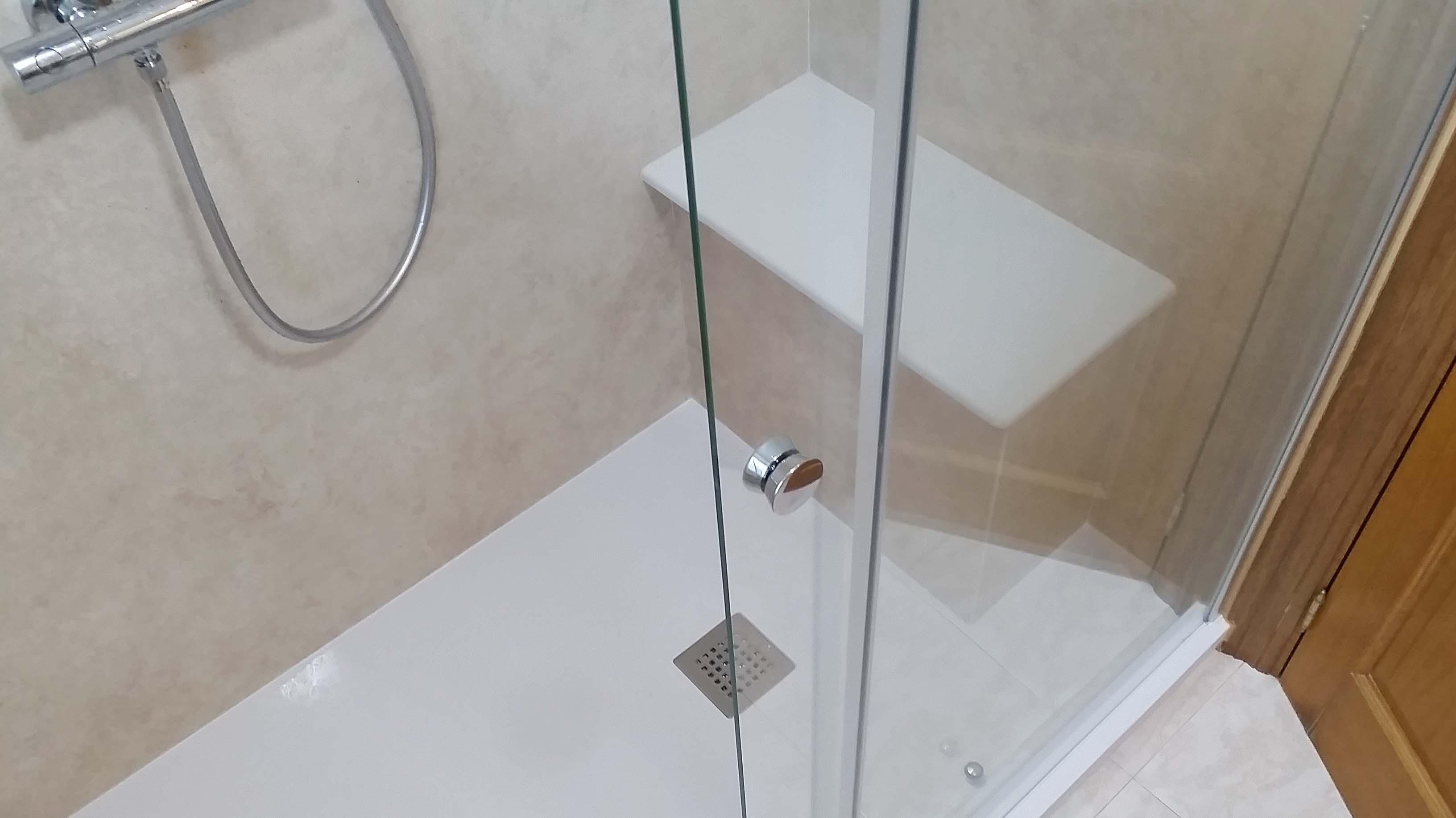 después-Baños-express-Baño-reforma-coruña-cambio bañera por plato de ducha-aseo-renovar-contratista-empresa-de-reformas-renueve su casa-Montrove_9