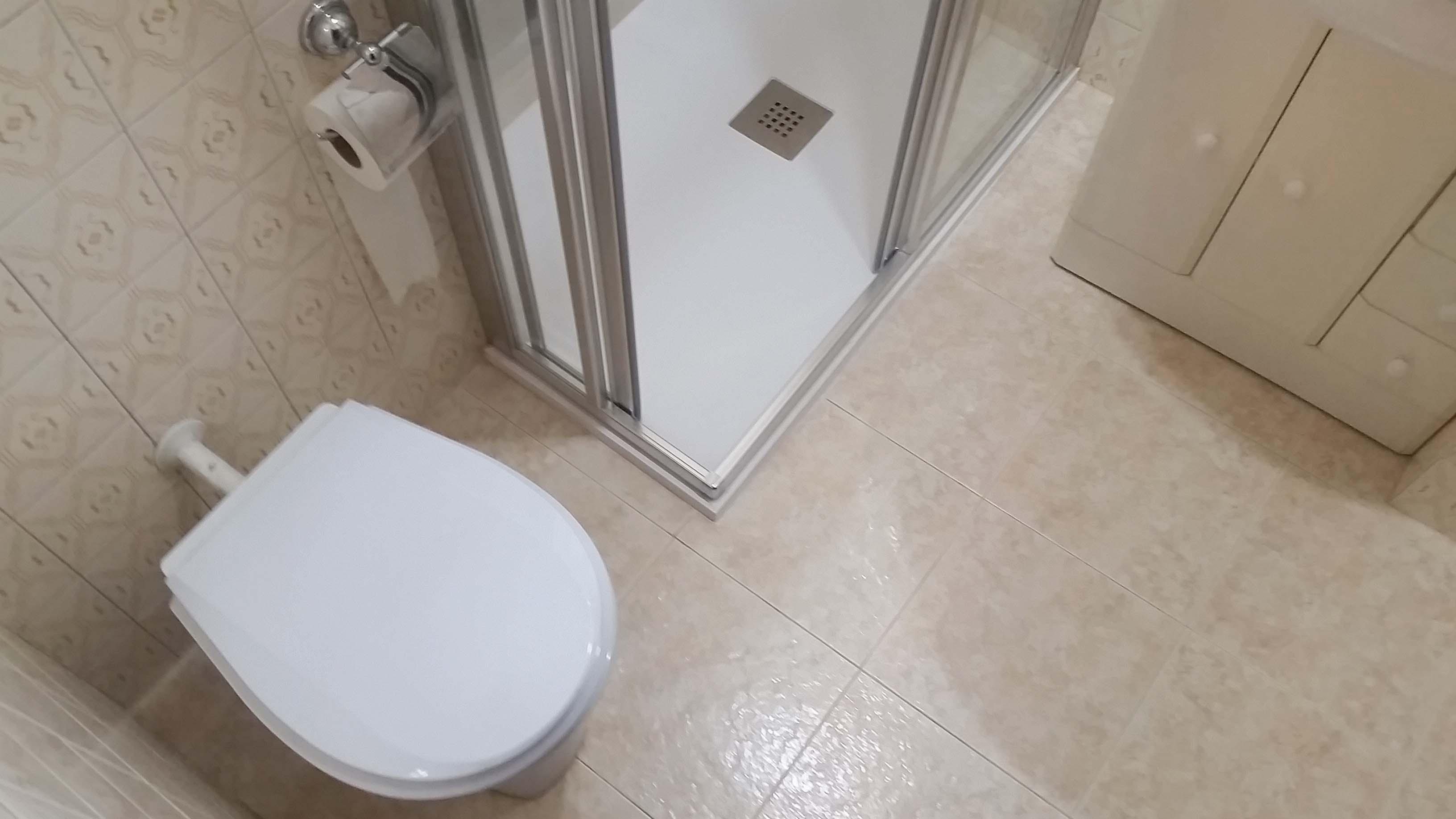 después-Baños-express-Baño-reforma-coruña-cambio bañera por plato de ducha-aseo-renovar-contratista-empresa-de-reformas-renueve su casa-Rda de Nelle_10