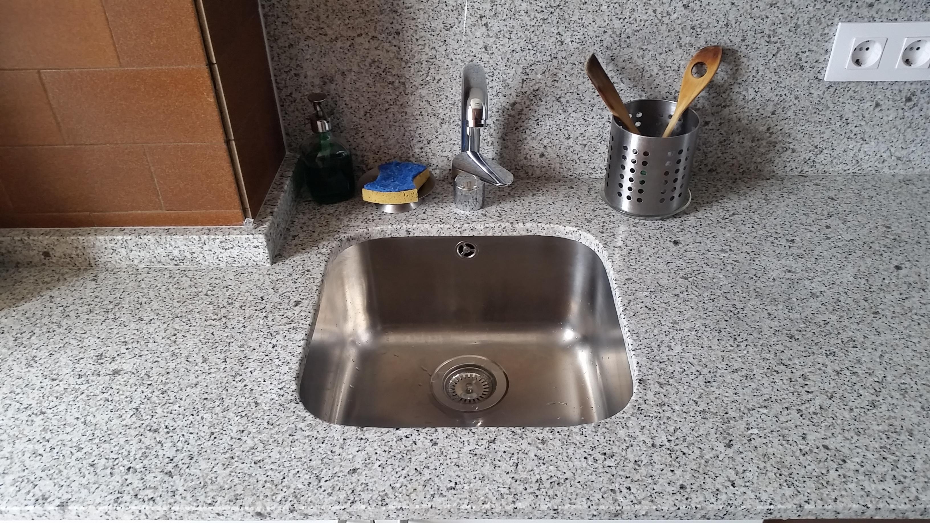 despues-Baños-express-Baño-reforma-coruña-cambio bañera por plato de ducha-aseo-renovar-contratista-empresa-de-reformas-renueve su casa2